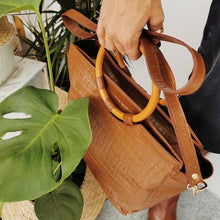 Load image into Gallery viewer, Mady hazelnut shoulder bag