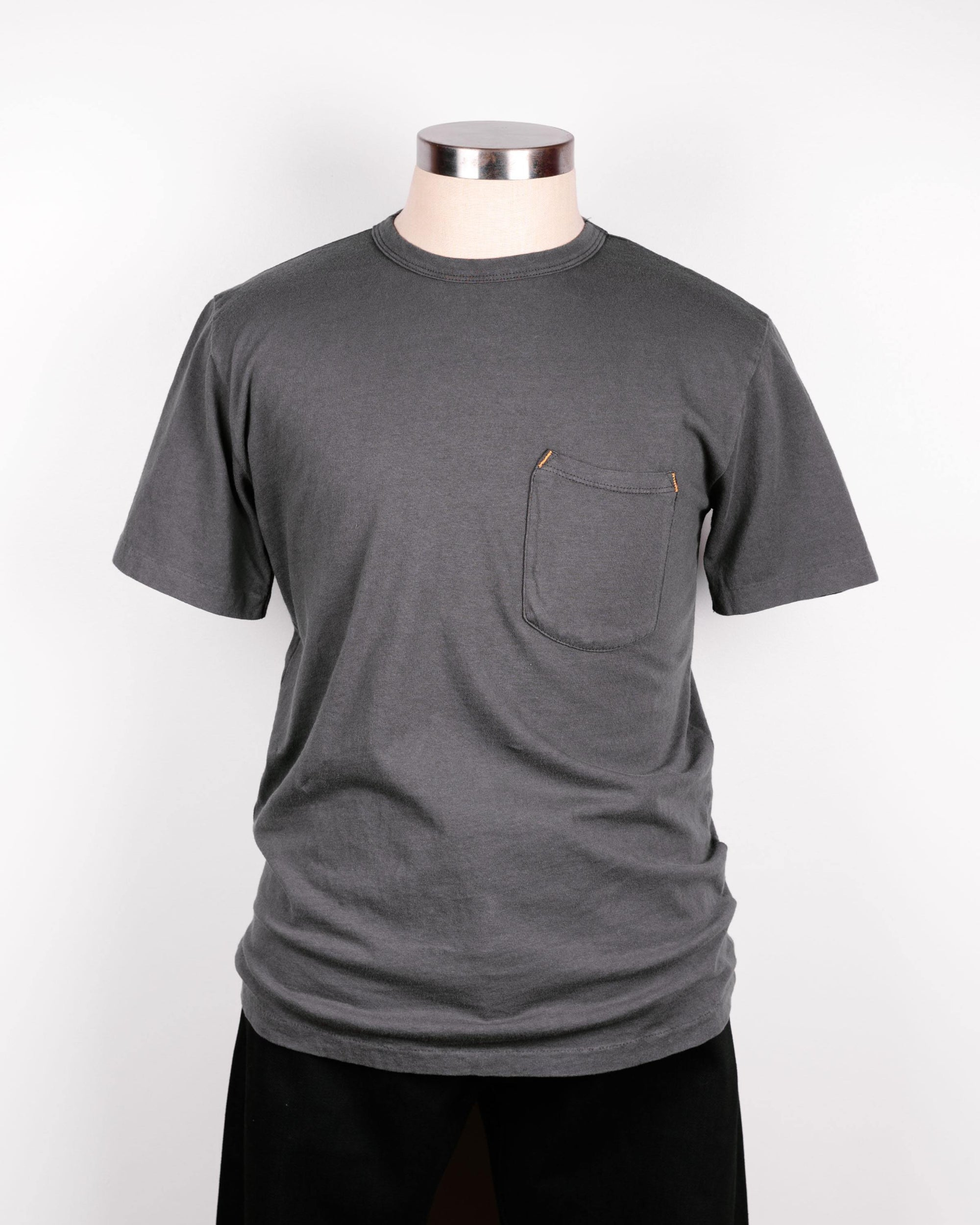 The Freenote Cloth 9oz short sleeved T-shirt in Midnight is shown with a breast pocket with lighter thread on the top of the pocket.