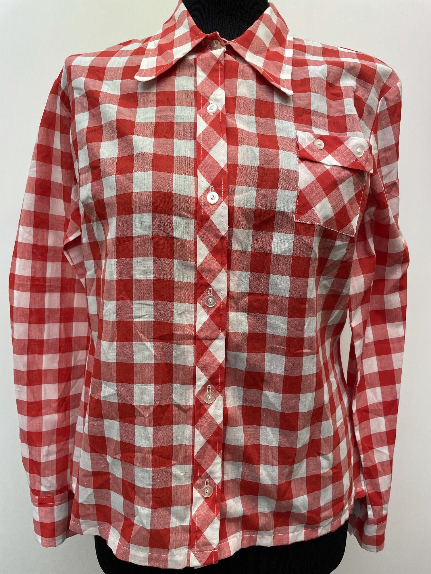 womens shirt  white  vintage  Urban Village Vintage  summer  Shirt  Red  polyester  large check  disco  crop shirt  Cotton  collar  checkered  checked  check shirt  check lining  button down  button  big collar  70  1970s  16