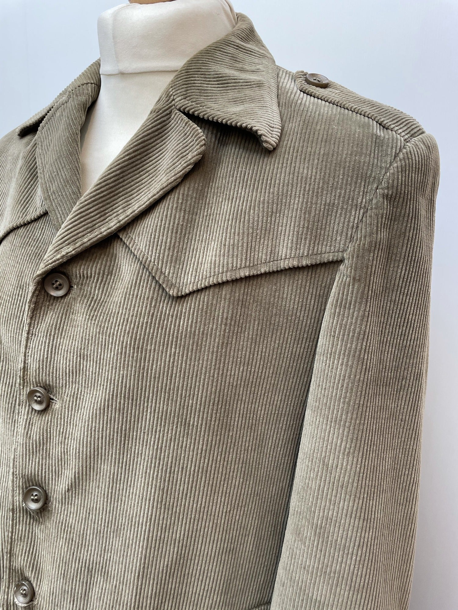 vintage  Urban Village Vintage  urban village  safari style  Safari jacket  safari  M  khaki  jacket  Green  corduroy  corded  cord  collar  70  1970s