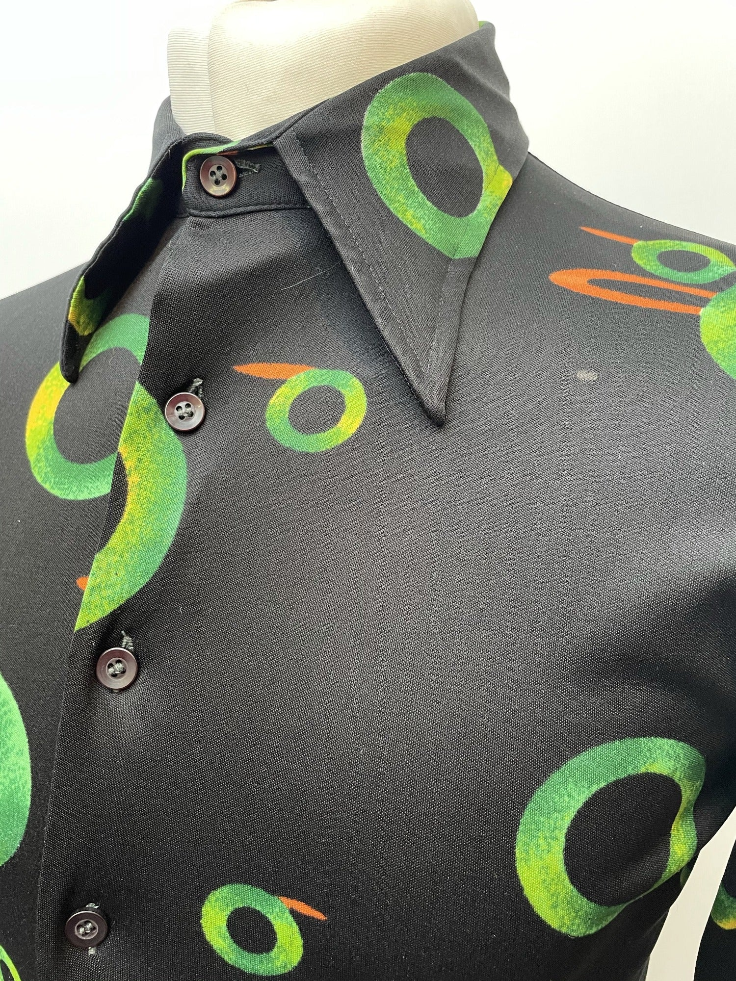 vintage  Urban Village Vintage  S  retro  polyester  patterned  nylon  mens  Green  disco  dagger collar  button down  black  big collar  70s  70  1970s