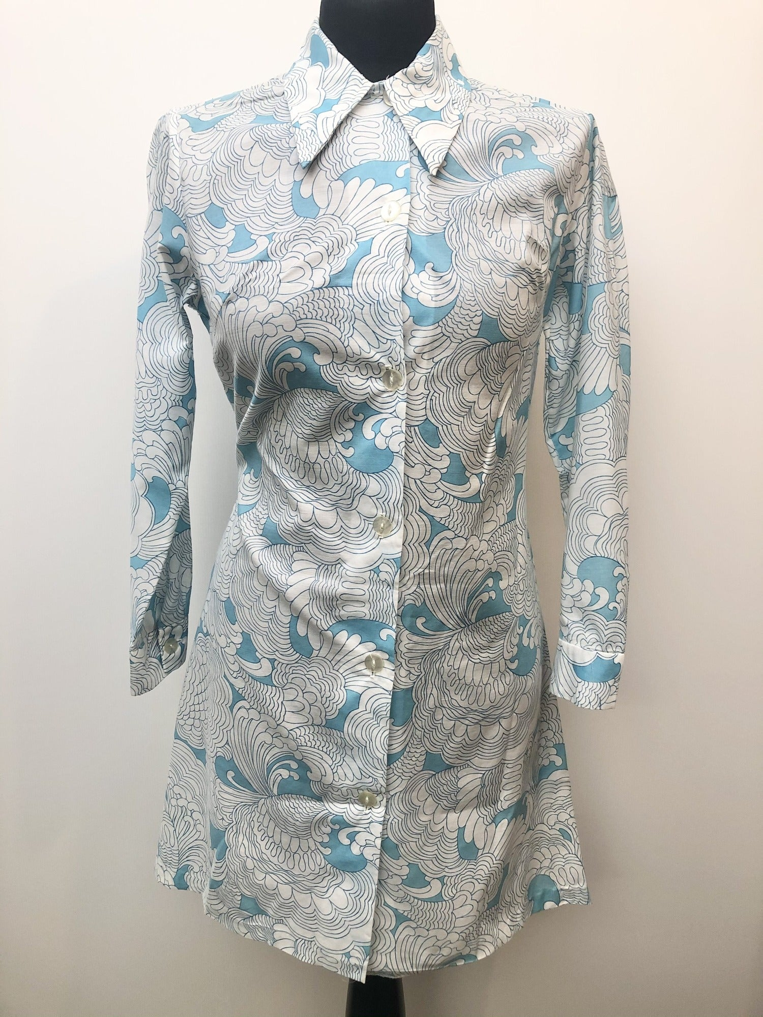 womens  white  vintage  shirt dress  patterned  MOD  dress  blue  60s  1960s  12 urban village vintage