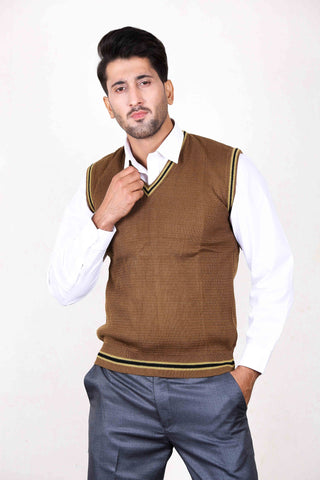 EU Sleeveless Plain Sweater for Men Wood Brown