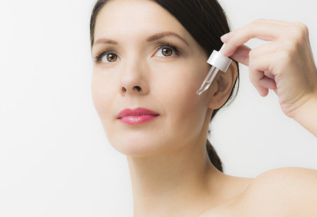 Facial Serums vs Facial Moisturizers: What's The Difference?