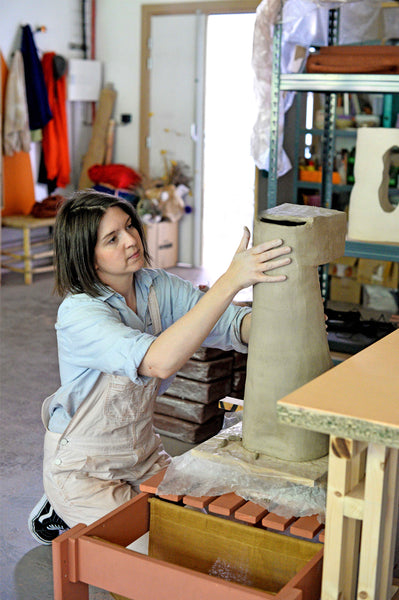 Lea munsch working on a sculpture in clay