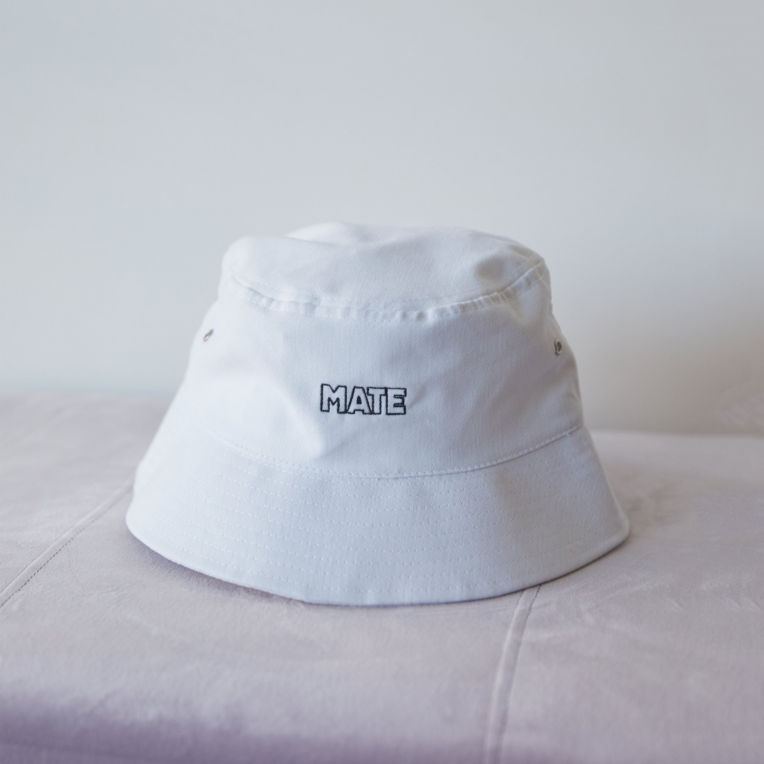MATE BUCKET HAT - WHITE