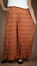 Load image into Gallery viewer, Fleur Pleated Pants