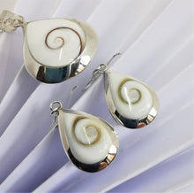 Load image into Gallery viewer, Mother of Pearl & Shiva Eye Necklace Earring Set