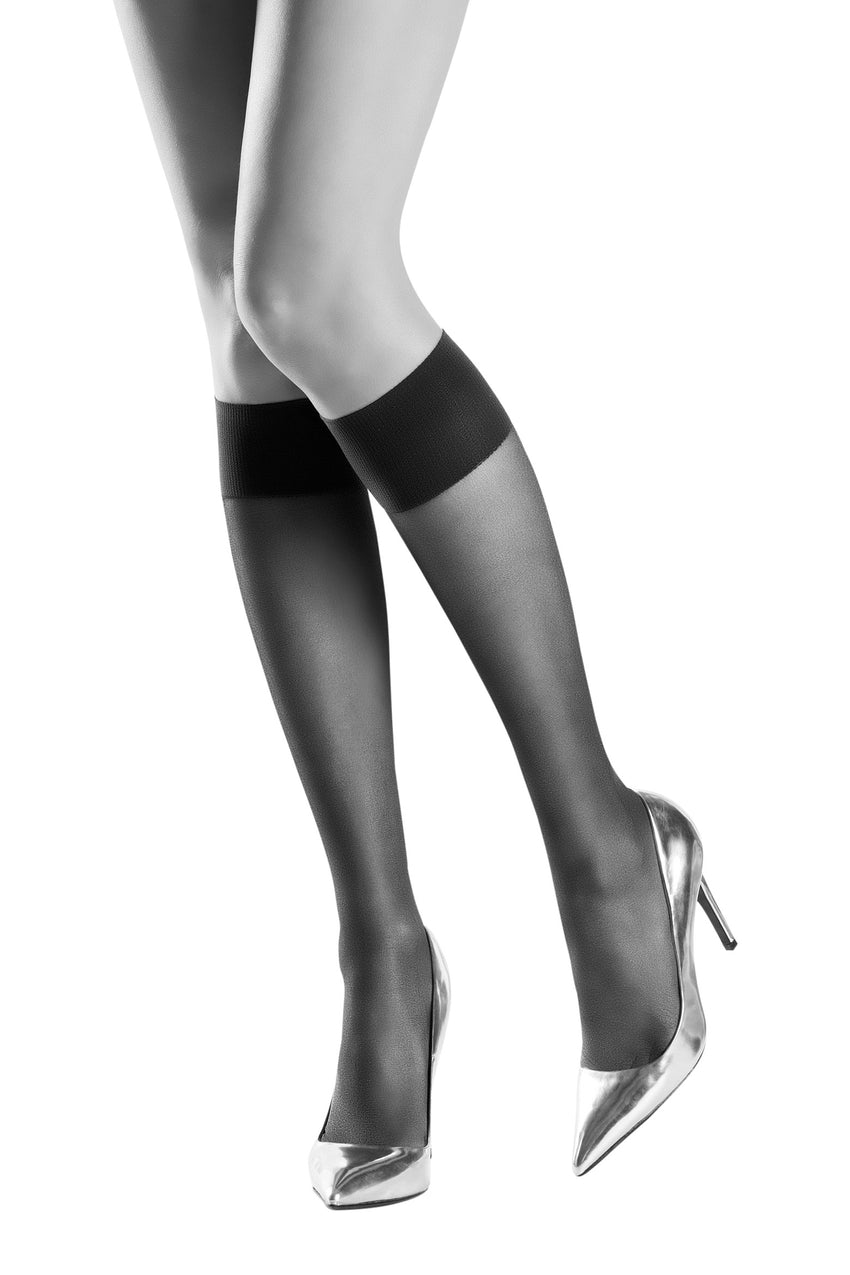 Oroblu Jeune 20 Sheer knee highs with wide stay-up bands for all-day comfort.