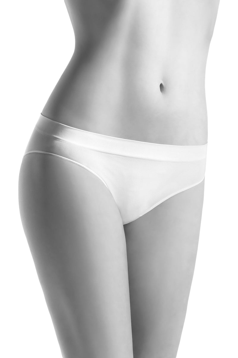 Oroblu Dolcevita Briefs Bikini panties in skin-protective smooth microfiber with a lightweight cotton gusset.
