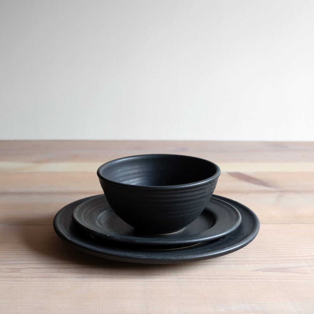 Black Dinnerware Set
