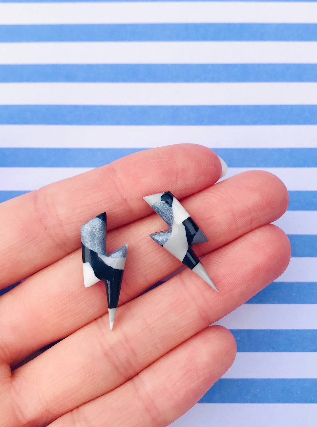 Medium Monochrome Smudge Lightning Bolt Stud Earrings