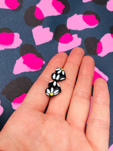 Load image into Gallery viewer, Small Black Daisy Flower Heart Stud Earrings