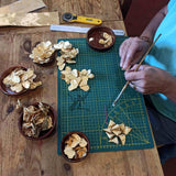 Making a gold rose wreath
