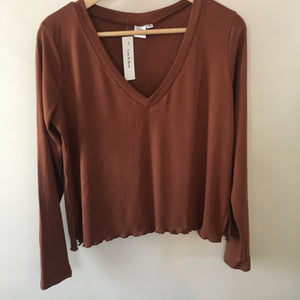 Ladies v neck ribbed shirt - pecan