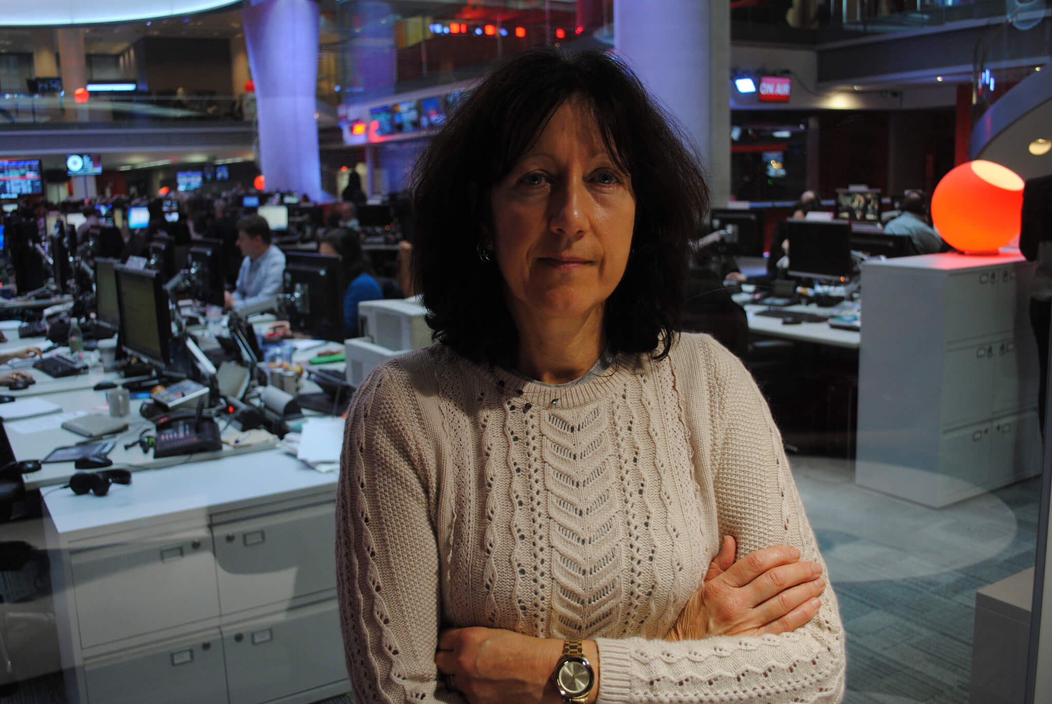 Artist Stella Tooth in the BBC Newsroom by Jeff Overs.
