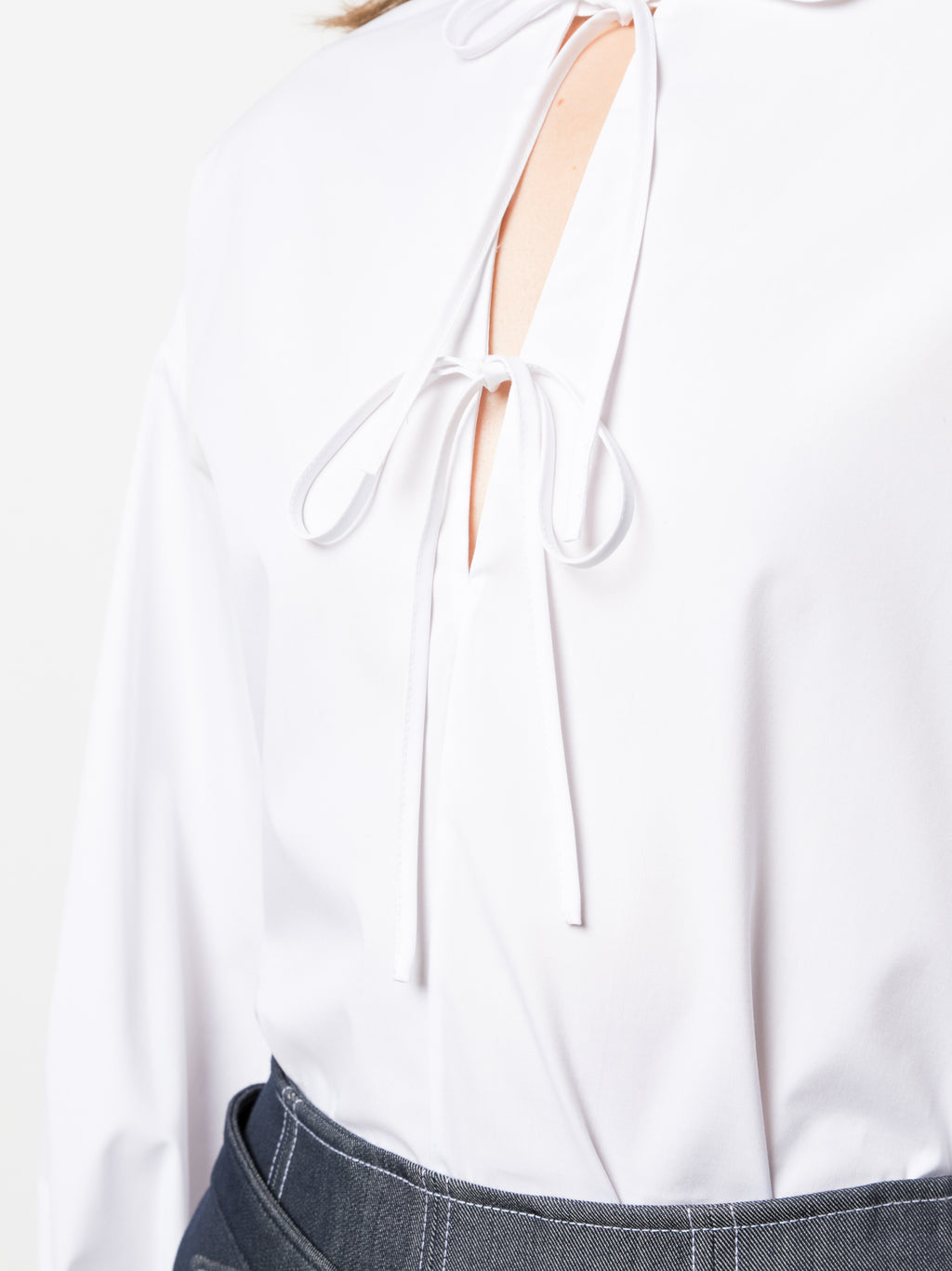 WHITE SHIRT WITH TIE DETAIL AT FRONT