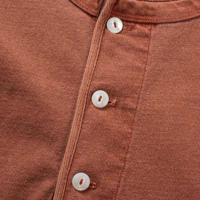13 OUNCE HENLEY RUST buttons