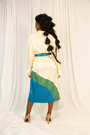Curved colorblocked 3/4 robe in silk
