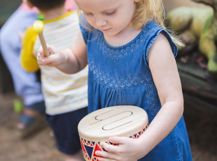 Shake it! Musical instruments for babies