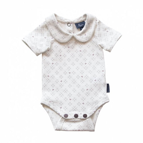 Bowhill Luxe Organic Cotton Onesie (Short Sleeve - Sassafras Hearts & Crosses - 000) Onesie Pappe