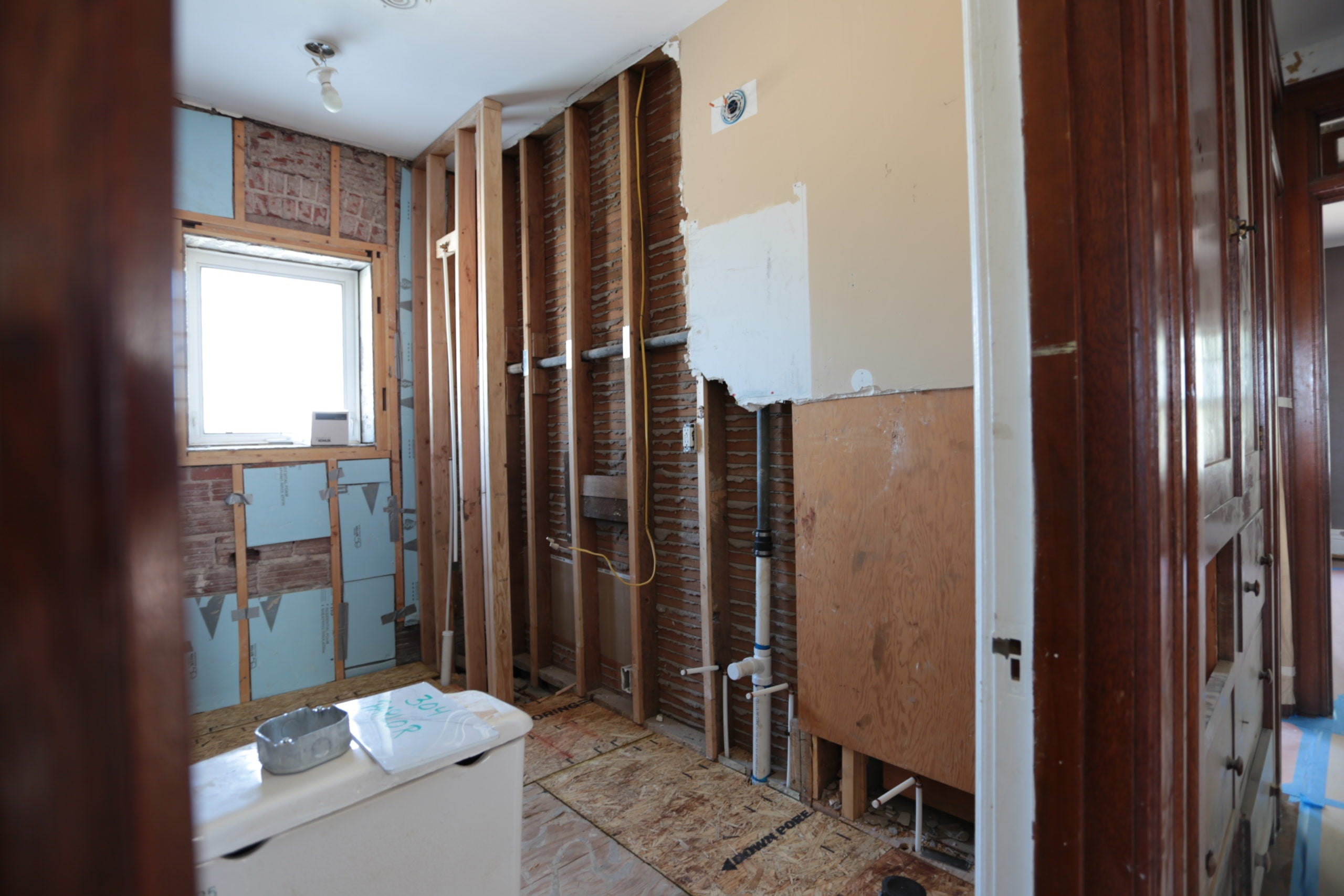 before_Bargain-Mansions_KCK-2nd-Bath_Before-scaled.jpg