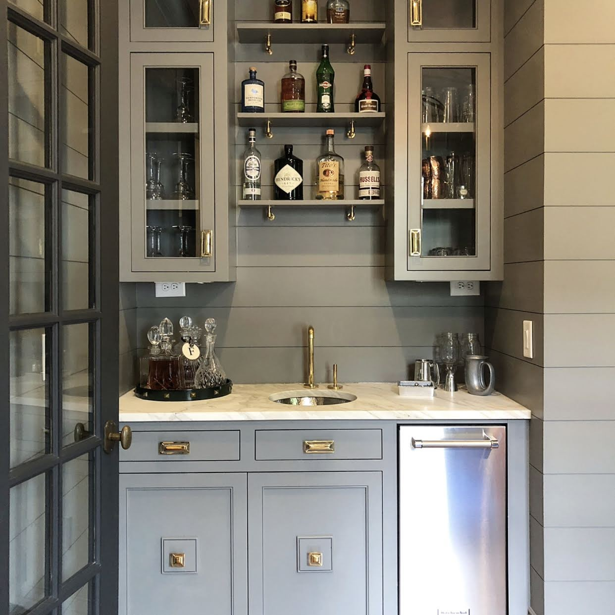 Bar Design with Mccoy Rectangle Pull & Evans Square Knob in Brass