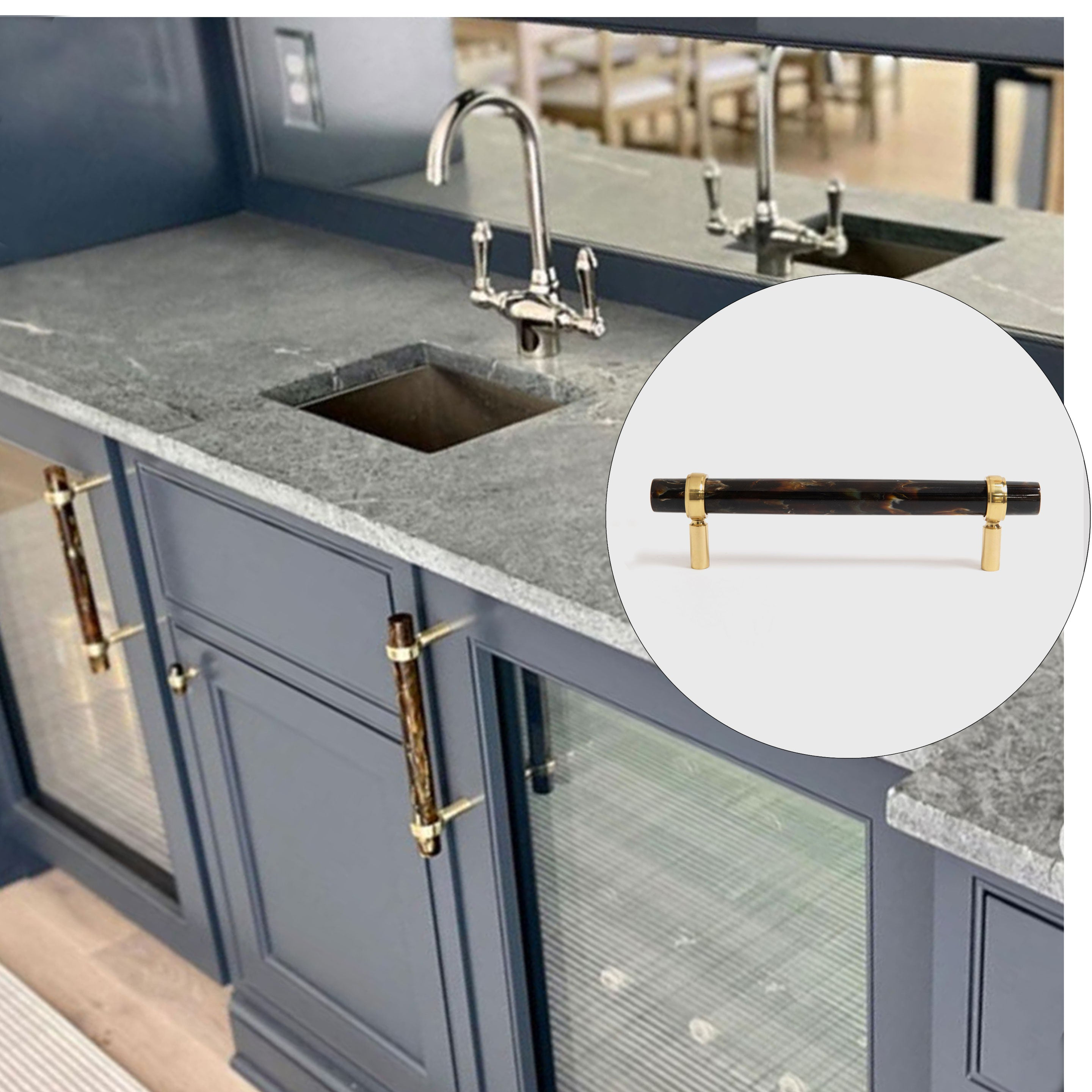 Bathroom Design with Star Backplate in Cream & Austin Knobs in Polished Nickel