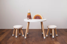 Load image into Gallery viewer, Alo Table & Lalo Chairs