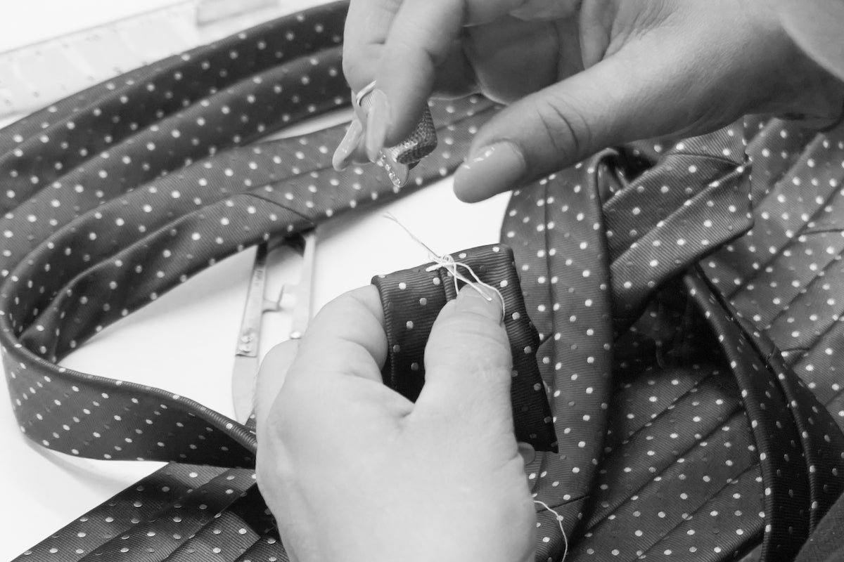 Handmade bartack (in Italian travetto) on our sevend fold ties