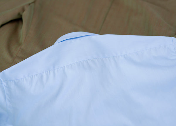 Neapolitan shirt with pleated back yoke