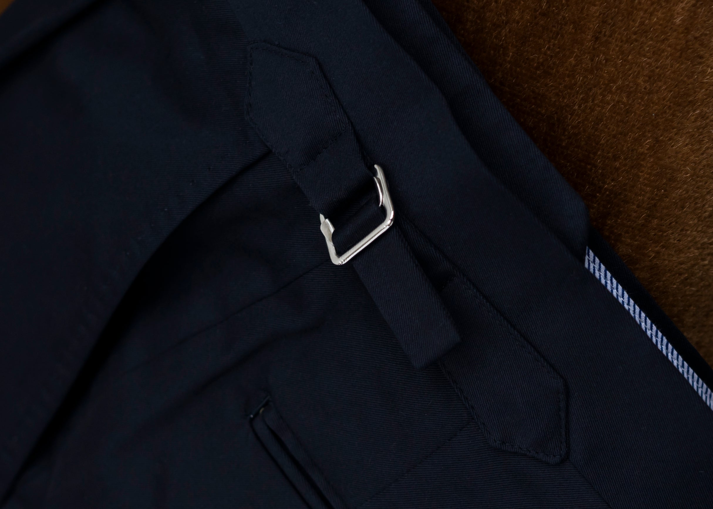 Trousers with side-adjusters