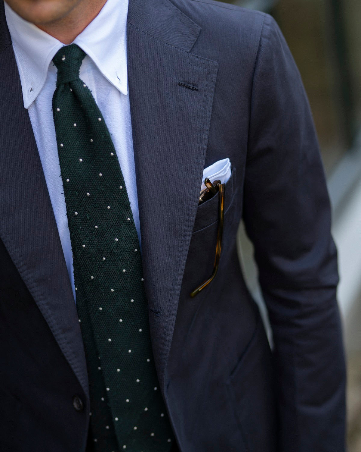 Cotton suit with shantung silk grenadine tie