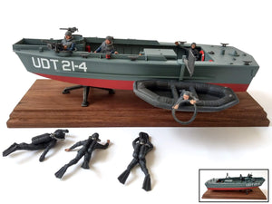 1:35 UTD Boat with FROGMEN from REVELL