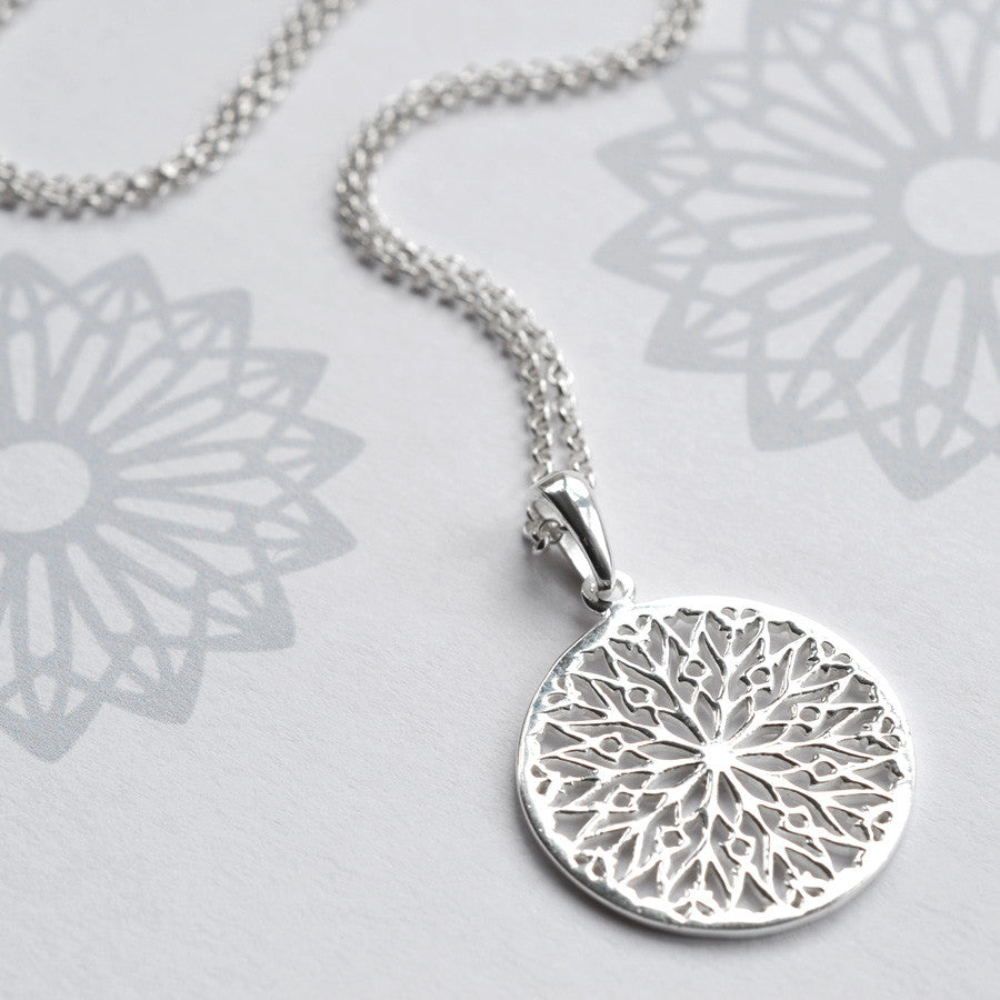com gnoce snowflake necklace