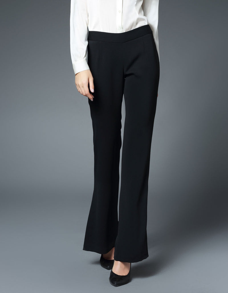 Taylor Fit & Flare Vented Leg Pant in Black