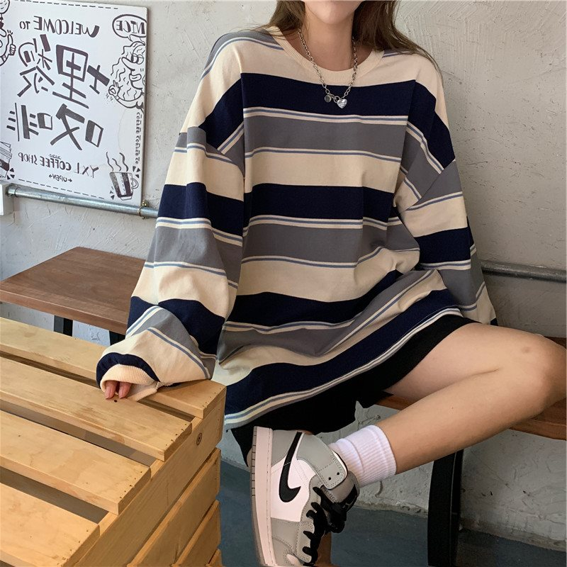 Loose striped sweatshirt