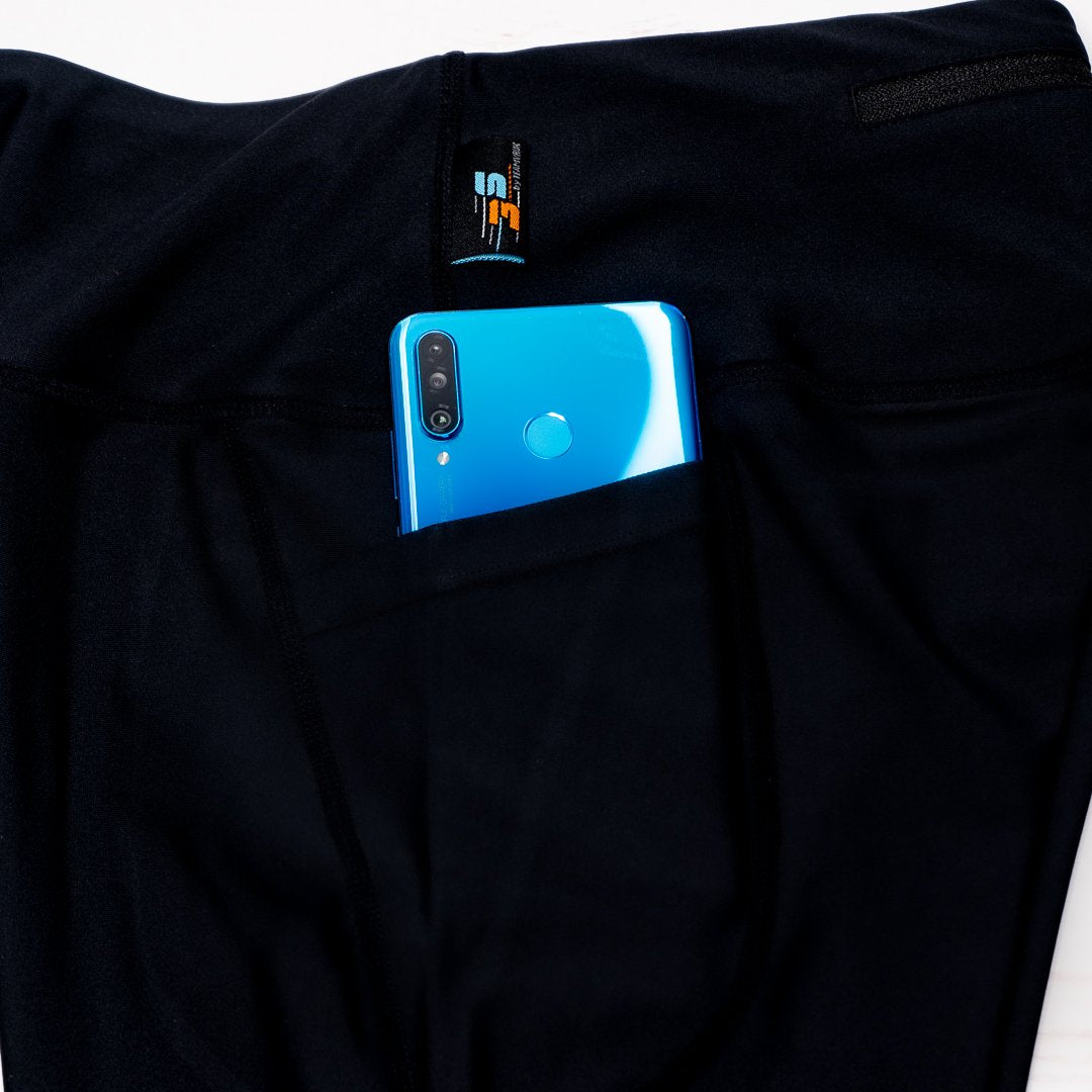 Leggings with phone pocket reflective