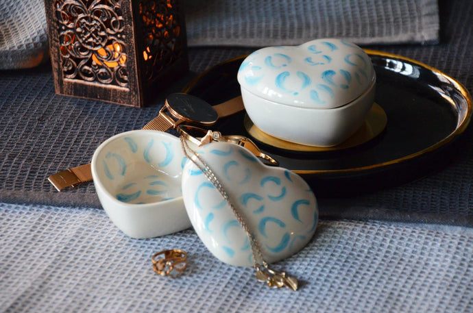 Heart shaped porcelain jewelry box with lid - White & Blue - ZLATNAporcelain