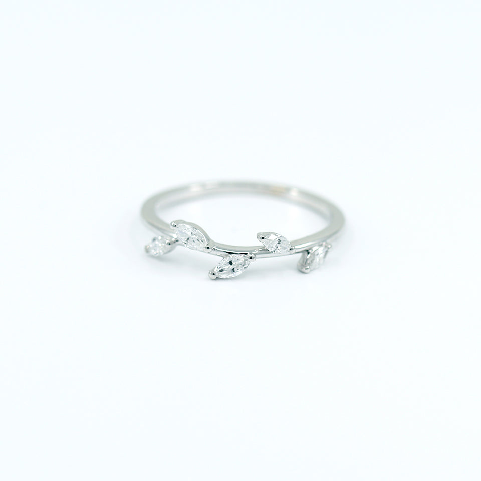 Leaf-diamond-ring