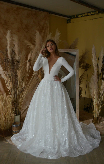 Minimalist wedding dress Fame a long a sleeves. A line skirt with train and sequinned.  V neck deep. - oliviabottega