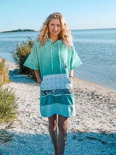 Load image into Gallery viewer, INVENT SPORT  LIZ PONCHO POCKET  GREEN/WHITE