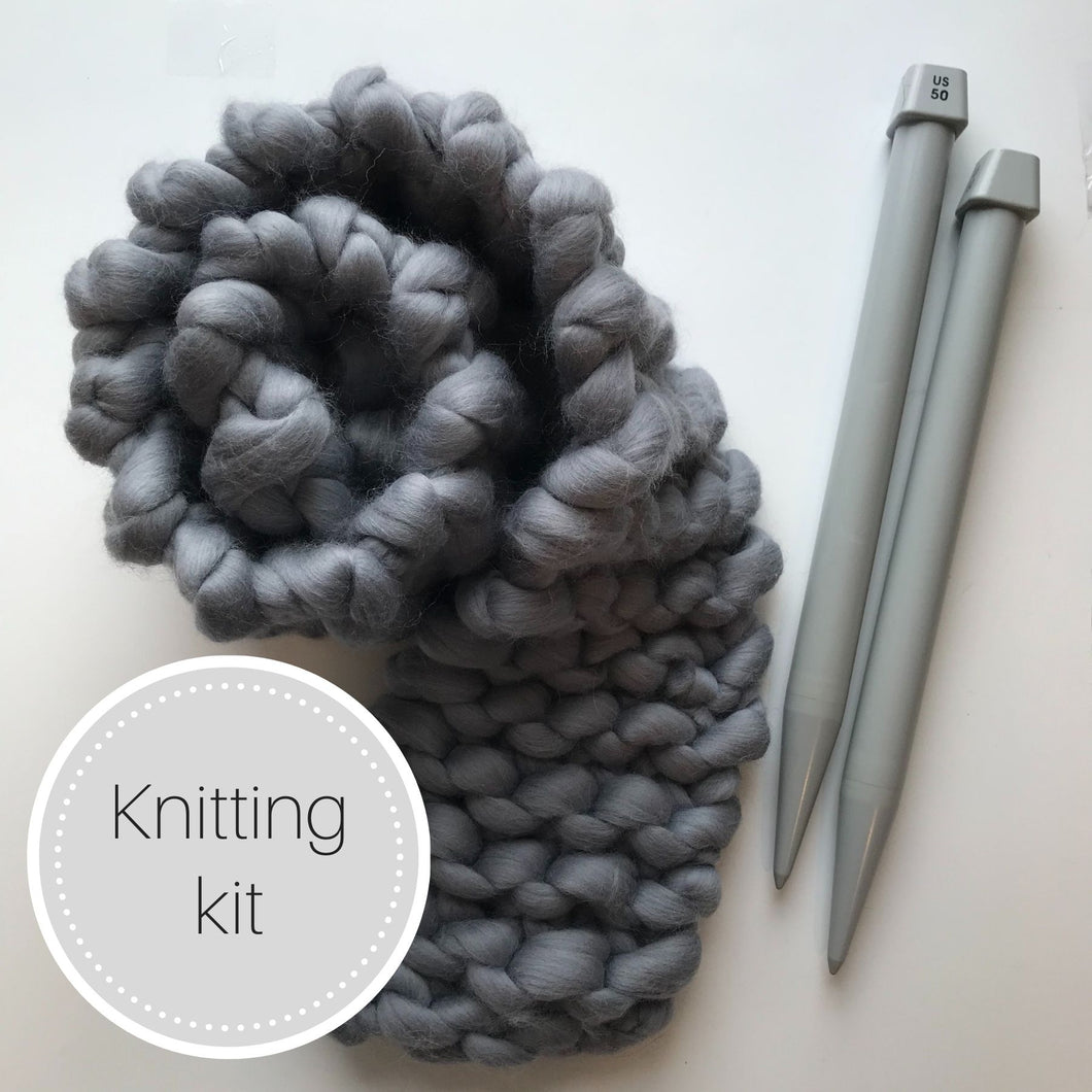 Chunky knit scarf kit with plastic needles