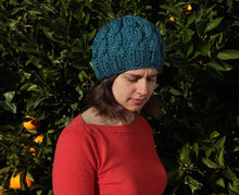 Load image into Gallery viewer, Hand knit cable beanie