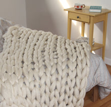 Load image into Gallery viewer, Chunky knit merino wool blanket