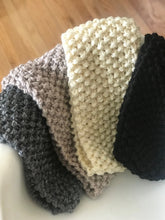 Load image into Gallery viewer, Chunky knit bobbly cowl