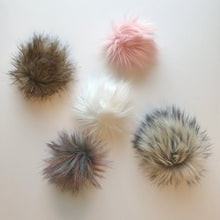 Load image into Gallery viewer, Chunky wool hat with faux fur pom pom