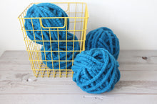 Load image into Gallery viewer, Crochet chunky yarn pattern - digital download