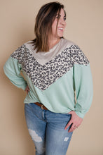 Load image into Gallery viewer, Leopard Chevron Block Top