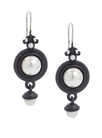 Black Prefere Earrings With Pearls